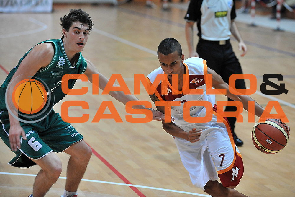 DESCRIZIONE : Cividale del Friuli Udine Finali Giovanili Nazionali Under 19 Virtus Roma Treviso<br /> GIOCATORE : Tareq Derraa'<br /> SQUADRA : Virtus Roma<br /> EVENTO : Finali Giovanili Nazionali Under 19<br /> GARA : Virtus Roma Treviso<br /> DATA : 31/05/2011<br /> CATEGORIA : Penetrazione<br /> SPORT : Pallacanestro<br /> AUTORE : Agenzia Ciamillo-Castoria/S.Ferraro<br /> Galleria : Lega Basket A 2010-2011<br /> Fotonotizia : Cividale del Friuli Udine Finali Giovanili Nazionali Under 19 Virtus Roma Treviso<br /> Predefinita :