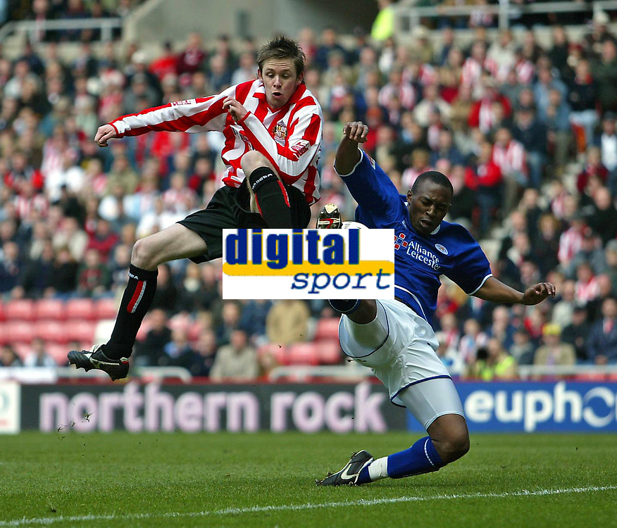 Photo. Andrew Unwin.<br /> Sunderland v Leicester City, Coca-Cola Championship, Stadium of Light, Sunderland 23/04/2005.<br /> Sunderland's Andy Welsh (L) is denied by Leicester's Darren Kenton (R).