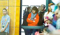 LEIPZIG (Duitsland) - WK zaalhockey. Door de enorme drukte konden o.a. ouders Admiraal de zaal waar hun dochters speelden, de zaal niet in. FOTO KOEN SUYK