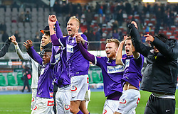 25.10.2015, Ernst Happel Stadion, Wien, AUT, 1. FBL, SK Rapid Wien vs FK Austria Wien, 13. Runde, im Bild Olarenwaju Kayode (FK Austria Wien), Raphael Holzhauser (FK Austria Wien), Kevin Friesenbichler (FK Austria Wien), Fabian Koch (FK Austria Wien) jubeln über den Sieg// during Austrian Football Bundesliga 13th round match between SK Rapid Vienna and FK Austria Vienna at the Ernst Happel Stadion, Vienna, Austria on 2015/10/25, EXPA Pictures © 2015, PhotoCredit: EXPA/ Sebastian Pucher