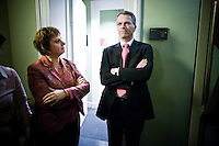 Nederland. Den Haag, 13 november 2008.<br /> Ella Vogelaar stapt op als minister van Wonen, Wijken en Integratie. Wouter Bos geeft bij de PvdA burelen in het gebouw van de Tweede Kamer een persconferentie met fractievoorzitter Mariette hamer en partijvoorzitter Lilianne Ploumen. Na afloop praten Bos en Hamer na met journalisten<br /> Foto Martijn Beekman<br /> NIET VOOR PUBLIKATIE IN LANDELIJKE DAGBLADEN.