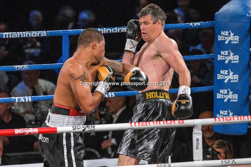 Vaitele SoI (L) fights Brad `Hollywood` Pitt in the Mahindra Super 8 Fight Night, North Shore Events Centre, Auckland, New Zealand, Saturday, November 22, 2014. Photo: David Rowland/Photosport