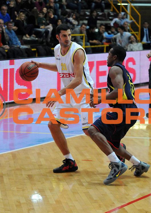 DESCRIZIONE : Verona Campionato Lega Basket A2 2011-12 Tezenis Verona Sigma Barcellona<br /> GIOCATORE : Dusan Vukcevic<br /> SQUADRA : Tezenis Verona<br /> EVENTO : Campionato Lega Basket A2 2011-2012<br /> GARA : Tezenis Verona Sigma Barcellona<br /> DATA : 13/11/2011<br /> CATEGORIA : Palleggio<br /> SPORT : Pallacanestro <br /> AUTORE : Agenzia Ciamillo-Castoria/L.Lussoso<br /> Galleria : Lega Basket A2 2011-2012 <br /> Fotonotizia : Verona Campionato Lega Basket A2 2011-12 Tezenis Verona Sigma Barcellona<br /> Predefinita :