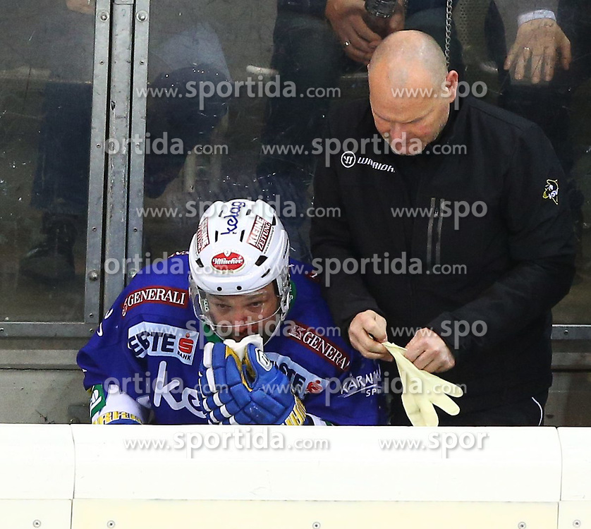 06.01.2015, Albert Schultz Eishalle, Wien, AUT, EBEL, UPC Vienna Capitals vs EC VSV, 36. Runde, im Bild Gerhard Unterluggauer (EC VSV) mit einer Nasenverletzung // during the Erste Bank Icehockey League 36th Round match between UPC Vienna Capitals and EC VSV at the Albert Schultz Ice Arena, Vienna, Austria on 2015/01/06. EXPA Pictures © 2015, PhotoCredit: EXPA/ Thomas Haumer