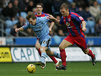 Photo: Lee Earle.<br /> Coventry City v Crystal Palace. Coca Cola Championship. 13/01/2007. Coventry's Jay Tabb (L) sprints away from Darren Ward.