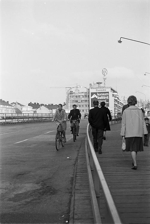 Provisorisk bro vid nuvarande Sergels torg, mellan Hamngatan och Klarabergsgatan.