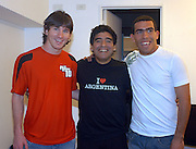 MARADONA Tv SHOW - 29/08/05 - Bs.As. - Argentina -.Former Argentine soccer star Diego Maradona makes his 3th show as anchorman of his TV show La Noche del Diez (The Night of Number 10) aired by Channel 13..Here DIEGO MARADONA with the new Argnetine N*10 LIONEL MESSI and CARLOS TEVEZ..© Argenpress.com / Piko-Press