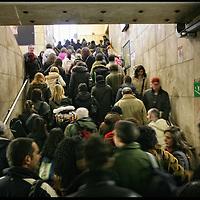 stazione di Porta Susa, arrivo dei pendolari dalla tratta ferroviaria Chivasso Torino