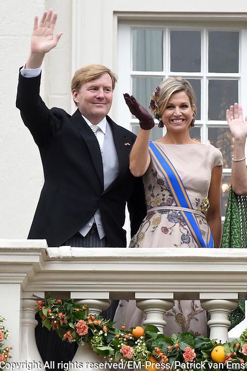 Prinsjesdag - Koninklijke familie op balkon Pakeis Noordeinde ////  Budget Day - Royal family on balcony of Palace  Noordeinde.<br /> <br /> Op de foto / On the photo: Koning Willem-Alexander en  koningin Maxima  // King Willem-Alexander en Queen Maxima