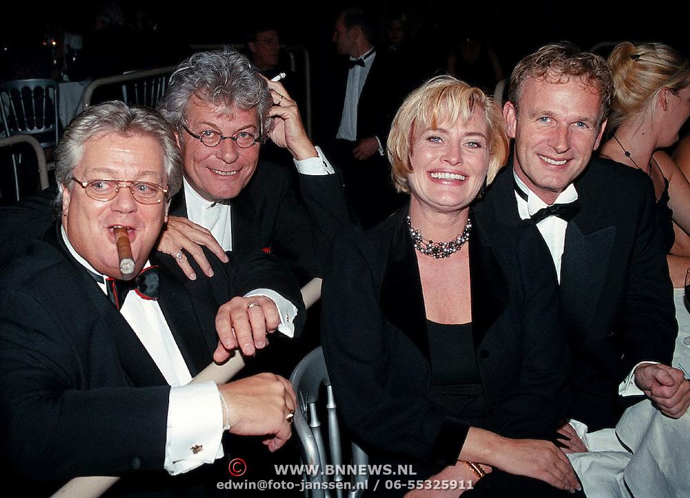 Premiere Dinnershow 2000, Tony Tetro, Hennie Miltenburg, Vivianne Boelen en Cor Bakker