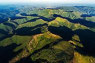 France, Languedoc Roussillon, Gard, Cevennes, région col de l'Asclier, vers le col de Bomperrier et Mont Aigoual, draille de l'Asclier, vue vers l'est, vue aérienne