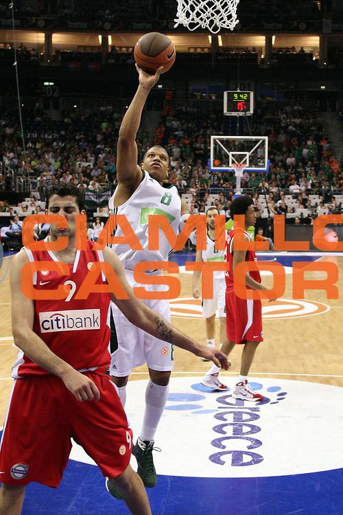DESCRIZIONE : Berlino Eurolega 2008-09 Final Four Semifinale Olimpiacos Panathinaikos Atene<br /> GIOCATORE : Mike Batiste<br /> SQUADRA : Panathinaikos Atene <br /> EVENTO : Eurolega 2008-2009 <br /> GARA : Olimpiacos Panathinaikos Atene<br /> DATA : 01/05/2009 <br /> CATEGORIA : Tiro<br /> SPORT : Pallacanestro <br /> AUTORE : Agenzia Ciamillo-Castoria/C.De Massis<br /> Galleria : Eurolega 2008-2009 <br /> Fotonotizia : Berlino Eurolega 2008-2009 Final Four Semifinale Olimpiacos Panathinaikos Atene <br /> Predefinita :