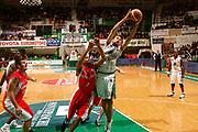 DESCRIZIONE : Siena Lega A 2009-10 Montepaschi Siena Cimberio Varese<br /> GIOCATORE : Tomas Ress<br /> SQUADRA : Montepaschi Siena<br /> EVENTO : Campionato Lega A 2009-2010<br /> GARA : Montepaschi Siena Cimberio Varese<br /> DATA : 06/12/2009<br /> CATEGORIA : rimbalzo<br /> SPORT : Pallacanestro<br /> AUTORE : Agenzia Ciamillo-Castoria/P.Lazzeroni<br /> Galleria : Lega Basket A 2009-2010<br /> Fotonotizia : Siena Campionato Italiano Lega A 2009-2010 Montepaschi Siena Cimberio Varese<br /> Predefinita :
