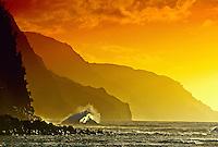 Sunset on the Na Pali Coast (from Ke'e Beach), north shore of Kaua'i, Hawaii USA