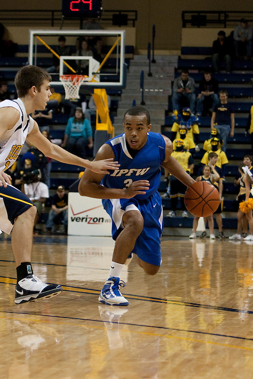 10 December 2009:  IPFW's Nick Daniels (3) during the NCAA basketball game between IPFW and the Toledo Rockets at Savage Arena in Toledo, OH.