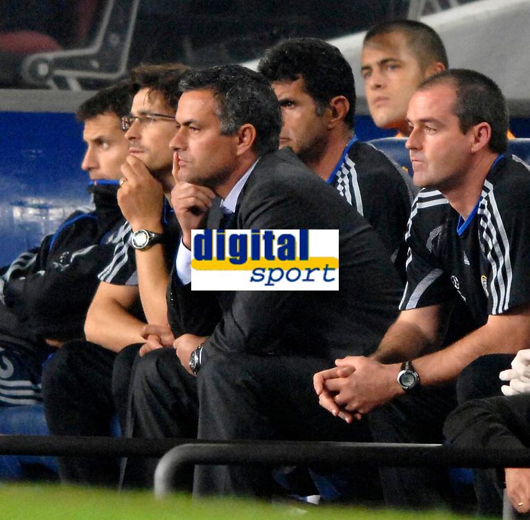 Photo: Richard Lane.<br /> Barcleona v Chelsea. UEFA Champions League, Group A. 31/10/2006. <br /> Chelsea manager, Jose Mourinho on the bench.