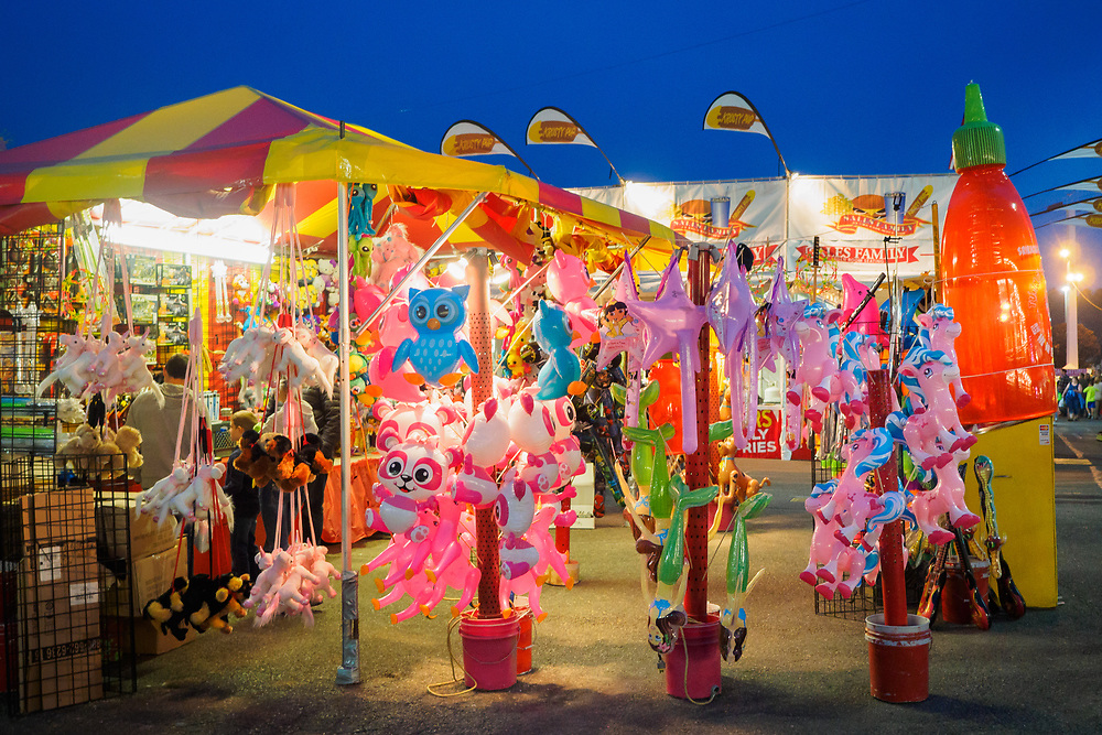 United States, Washington, Puyallup, carnival games and amusement park at annual Puyallup Fair