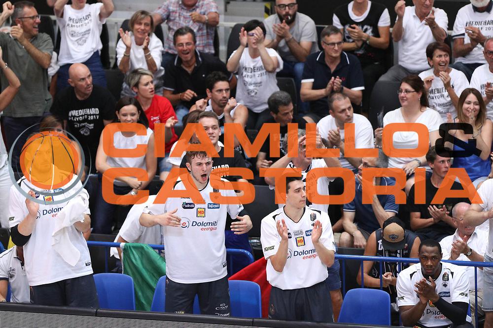 Esultanza panchina Trento, Dolomiti Energia Trentino vs Umana Reyer Venezia LBA Serie A Playoff Finale gara 4 stagione 2016/2017 Pala Trento, Trento 16 giugno 2017