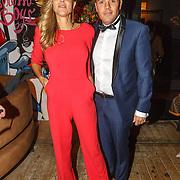 NLD/Amsterdam/20151017 - Inloop JFK Greatest Man Award 2015, zwangere Kim Kötter en partner Jaap Reesema