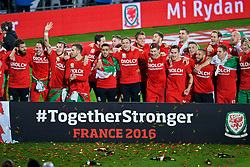 CARDIFF, WALES - Tuesday, October 13, 2015: Wales players celebrate after qualifying for the finals following a 2-0 victory over Andorra during the UEFA Euro 2016 qualifying Group B match at the Cardiff City Stadium. Joe Ledley, Chris Gunter, Gareth Bale, Aaron Ramsey, Neil Taylor, Simon Church, Andy King, Emyr Huws, Ben Davies, Wes Burns, Tom Lawrence, Sam Vokes, James Chester, Ashley 'Jazz' Richards, goalkeeper Owain Fon Williams, David Edwards. (Pic by Paul Currie/Propaganda)