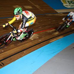 27-12-2014: Wielrennen: NK Baanwielrennen: Apeldoorn Melvin van Zijl en Didier Caspers waren erg actief in de koers