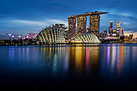 Singapour, Marina Bay, Garden By The Bay, l'hotel Marina Bay Sands, le Musée des Arts et des Sciences et le quartier financier // Singapore, Marina Bay, Garden By the bay, Marina Bay Sands hotel, the Arts and Sciences Museum band the skyline of the financial district