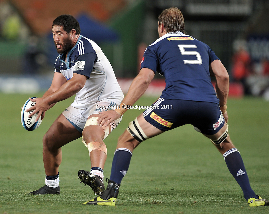 Charlie Faumuina of the Blues runs at Andries Bekker of the Stormers <br /> <br /> &copy;Ryan Wilkisky/BackpagePix