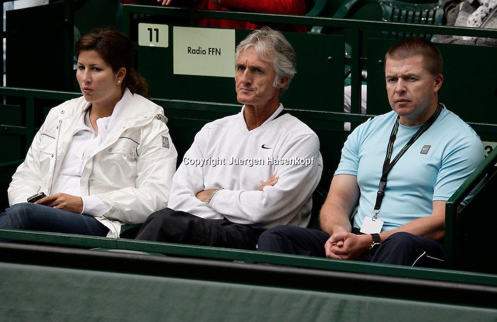 Gerry Weber Open 2008, Halle (Westf.), Tennis, ATP Turnier, Roger Federer Clan, L-R. Freundin Mirka,Trainer Jose Higueras und Physiotherapeut Gary Hamilton...Foto: Juergen Hasenkopf..