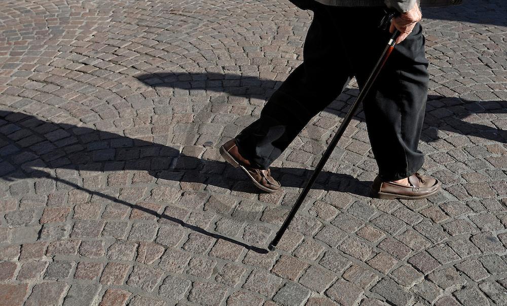 14/10/06 - BRIOUDE - HAUTE LOIRE - FRANCE - Amenagements realises par la Ville de Brioude pour faciliter l accessibilite des handicapes - Photo Jerome CHABANNE