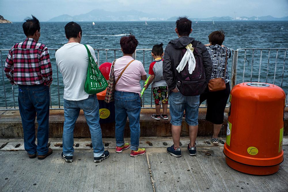 Hong Kong | 07.05.2017: Auf Cheung Chau Island, einem beliebten Ausflugsziel mit Fischereihafen, Hotels und Strandleben. Auf Cheung Lau gibt es keine privaten PKW.<br /> <br /> hier: Am Strand<br />  <br /> Sascha Rheker<br /> 20170507<br /> <br /> [Inhaltsveraendernde Manipulation des Fotos nur nach ausdruecklicher Genehmigung des Fotografen. Vereinbarungen ueber Abtretung von Persoenlichkeitsrechten/Model Release der abgebildeten Person/Personen liegt/liegen nicht vor.]