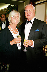 SIR RICHARD & LADY GREENBURY at a dinner<br />  in London on 18th June 2000. OFJ 39<br /> © Desmond O'Neill Features:- 020 8971 9600<br />    10 Victoria Mews, London.  SW18 3PY <br /> www.donfeatures.com   photos@donfeatures.com<br /> MINIMUM REPRODUCTION FEE AS AGREED.<br /> PHOTOGRAPH BY DOMINIC O'NEILL