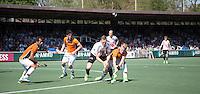 AMSTELVEEN -   Mirco Pruyser (A'dam) in duel met Joep de Mol van OZ     Beslissende finalewedstrijd om het Nederlands kampioenschap hockey tussen de mannen van Amsterdam en Oranje Zwart (2-3). COPYRIGHT KOEN SUYK