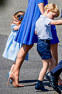 19-7-2017 - BERLIN GERMANY Arrival of The Duke and  Catherine Duchess of Cambridge  Princess Kate and Prince William and prince George and Princess Charlotte in Berlin and official welcome at Tegel Airport .<br /> The Duke and Duchess of Cambridge  During a 3 day visit to Germany. COPYRIGHT ROBIN UTRECHT