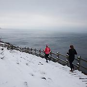 10 kilomterløber ved Hammers Hus. Salomon Hammer Trail Winter Edition på Bornholm består af 4 løb, 50 miles, maraton, 1/2 maraton og 10 km. De første løbere startede kl 6 og den sidste løber var inde efter 15 timer og 14 minuter. Løbene løbes på en rute på ca 25 km som inkluderer 860 højdemeter og er Danmark's hårdeste trail løb. Løberne skal ned og ringe på klokken på Jon's Kapel, forbi Hammer Hus og over Hammer Knude. Over 100 løbere gennemførte løbet indenfor tidsgrænsen, som for 50 mil var sat til 16 timer.