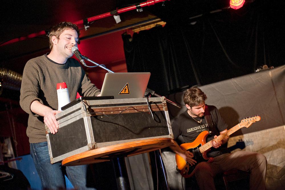 Seugueuveugueu Quartet (Sebastian Dicenaire; Vincent Tholomé; Guido Del Fabbro; Guillaume Soucy) au Divan orange, Montréal, Québec.