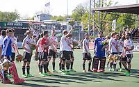 AMSTELVEEN -  Teleurgestelde spelers van Amsterdam   na de beslissende finalewedstrijd om het Nederlands kampioenschap hockey tussen de mannen van Amsterdam en Oranje Zwart (2-3).  COPYRIGHT KOEN SUYK