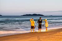 Praia dos Açores ao anoitecer. Florianópolis, Santa Catarina, Brasil. / Acores Beach at evening. Florianopolis, Santa Catarina, Brazil.