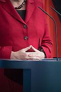 198 / Antrittsbesuch des russischen Praesidenten Putin in Berlin : EUROPA, DEUTSCHLAND, BERLIN,BERLIN, 01.06.2012:  Bundeskanzlerin Angela Merkel CDU empfaengt mit militaerischen Ehren den russischen Staatspraesidenten Wladimir Putin im Bundeskanzleramt in Berlin. Beim Antrittsbesuch des russischen Praesidenten Putin in Berlin haben Deutschland und Russland einen Ausbau der Wirtschaftskooperation vereinbart.  Danach hielten sie eine gemeinsame Pressekonferenz. - Marco del Pra / imagetrust - Stichworte:198, Aktivisten, Amnesty International, Angela Merkel, Anna Politkowskaja, Berlin, Besuch, Bundeskanzleramt, Bundeskanzlerin, Bundeswehr, CDU, demonstrieren, DEUTSCHLAND, Ehren, Empfang, Euro, Europa, Fahnen, Freiheit, Gegner, Kanzlerin, konferenz, Marco del Pra, meeting, Menschenrechte, Militaer, Model Release: No, Parade, Politowskaja, portrait, Praesident, Praesidenten, Presse, Pressekonferenz, Property Release:No, Protest, Putin, Regierungschef, russisch, russischen, Russland, Staat, Staatspraesidenten, Stichwort, Stichworte, summit, Syrien, Transparenten, Treffen, Wladimir, Wladimir Putin