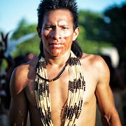 Fete yawanawa. Chaque année, une semaine de jeux, de danses, de chants et de rituels réunie plus de 1000 personnes.  | Festa Yawanawa.  Cada  ano uma grande festa de jogos, danças, cantos e ceremonias junte mais de 1000 pessoas.