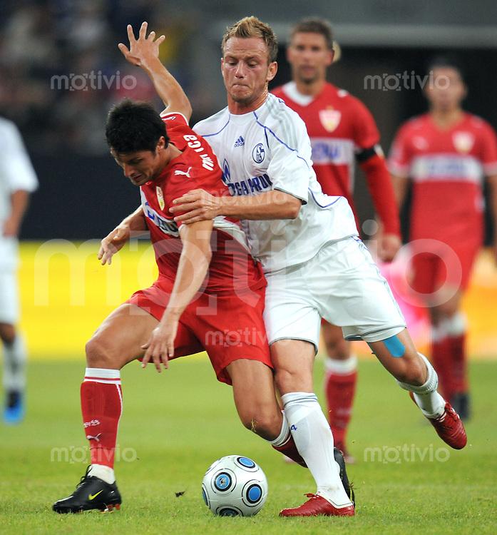 FUSSBALL     1. BUNDESLIGA     SAISON 2009/2010     18.07.2009 T-Home Cup , Schalke 04 - VfB Stuttgart Ciprian Marica   ( VfB Stuttgart )  Ivan Rakitic  ( FC Schalke 04 )
