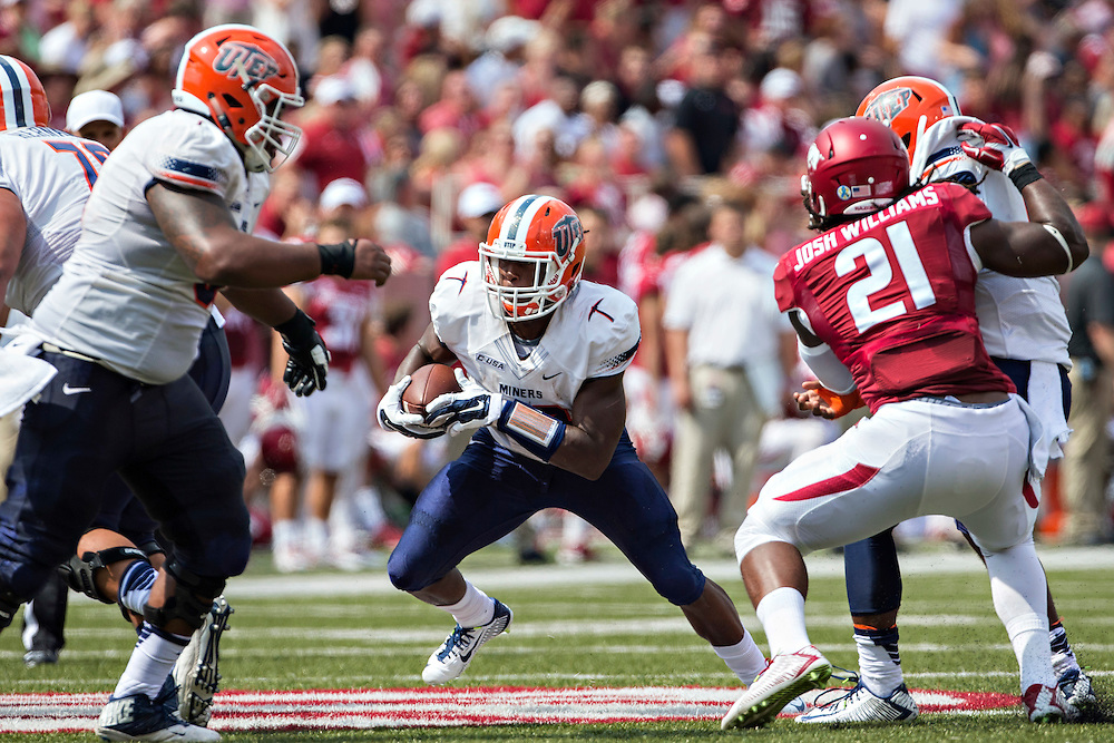 FAYETTEVILLE, AR - SEPTEMBER 5:  Aaron Jones #29 of the UTEP Miners runs the ball against the Arkansas Razorbacks at Razorback Stadium on September 5, 2015 in Fayetteville, Arkansas.  The Razorbacks defeated the Miners 48-13.  (Photo by Wesley Hitt/Getty Images) *** Local Caption *** Aaron Jones