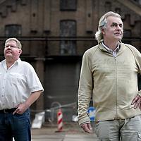 Nederland, Amsterdam , 23 juli 2009..Roel van Duijn (r)  is een Nederlands politicus en politiek activist. Hij was een van de oprichters van Provo, en van de Kabouterbeweging. Hij zat voor beide bewegingen in de Amsterdamse gemeenteraad, en werd later wethouder als lid van de PPR. Daarnaast is hij bekend als schrijver en publicist..Links voormalig politieinfiltrant Wim de Weerdt die Roel van Duijn jarenlang schaduwde..Tientallen jaren werd Roel van Duijn bespioneerd door de BVD.Veertig jaar later zit hij met 1 van de voormalige spionnen aan de koffie en warme chocolademelk. Roel van Duijn (r) is a Dutch politician and political activist who was shadowed for years by former undercover police Wim de Weerdt