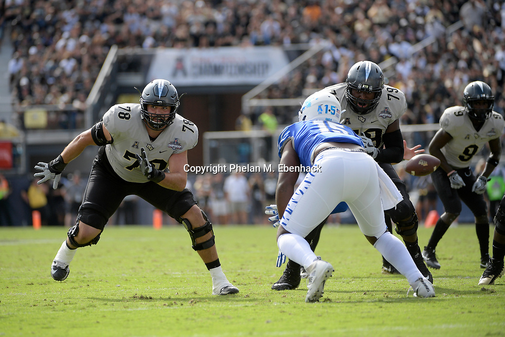Central Florida offensive lineman Wyatt Miller (78) and offensive lineman Chavis Dickey (79) set up to block against Memphis defensive lineman Christian Johnson (15) during the first half of the American Athletic Conference championship NCAA college football game Saturday, Dec. 2, 2017, in Orlando, Fla. (Photo by Phelan M. Ebenhack)