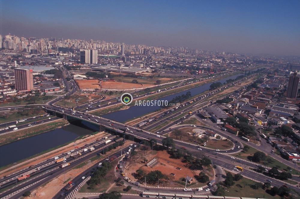 Sao Paulo, Sao Paulo, Brasil..Vista aerea da Marginal Tiete altura da Ponte da Casa Verde./ Aerial view of Tiete River and Casa Verde Bridge..Foto ©Marcos Issa/Argosfoto