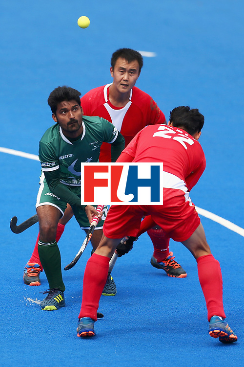 LONDON, ENGLAND - JUNE 25: Muhammad Dilber of Pakistan attempts to control the ball while under pressure from Wei Wo of China and Talake Du of China during the 7th/8th place match between Pakistan and China on day nine of the Hero Hockey World League Semi-Final at Lee Valley Hockey and Tennis Centre on June 25, 2017 in London, England.  (Photo by Steve Bardens/Getty Images)