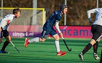 AMSTELVEEN - Morris de Vilder (Pinoke) met hoofdbeschermer,  tijdens de competitie hoofdklasse hockeywedstrijd heren, Pinoke-Amsterdam (1-1)   COPYRIGHT KOEN SUYK