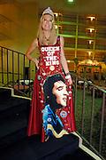 USA Nordamerika Memphis Tennessee Images of the King Contest ..About 70 international Elvis inpersonators perform 5 nights at the annual Images of the King Contest in Memphis Tennessee the audience is mostly female..Elvis Wettbewerb 2006 jedes Jahr im August singen ca  70 internationale Elvis Interpreten 5 Tage lang in Memphis um die Wette Das Publikum besteht vorwiegend aus Frauen .