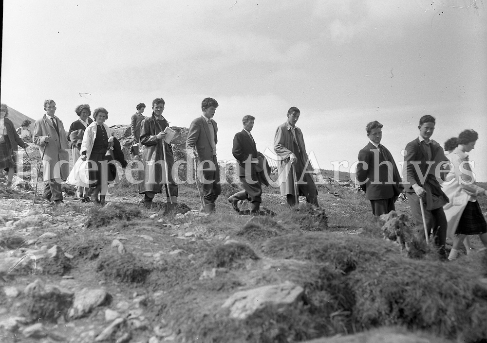 Pilgrims on Croagh Patrick, July 1962. <br /> (Part of the Independent Newspapers Ireland/NLI Collection)