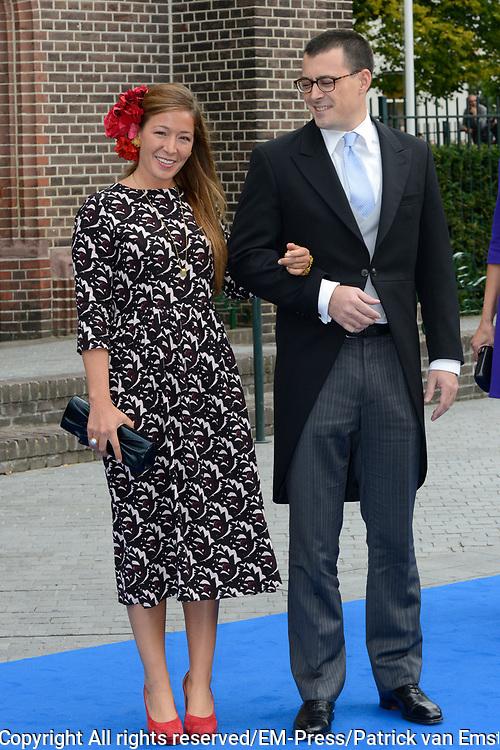 Bruiloft van Vikt&oacute;ria Cserveny&aacute;k met prins Jaime de Bourbon de Parme in de Onze Lieve Vrouwe ten Hemelopnemingkerk, Apeldoorn.<br /> <br /> Wedding of Viktoria Cserveny&aacute;k with Prince Jaime de Bourbon Parme in Our Lady at Ascension Church, Apeldoorn.<br /> <br /> Op de foto / On the photo: <br /> <br /> <br /> <br />  Nicol&aacute;s Guillermo en Juliana Guillermo