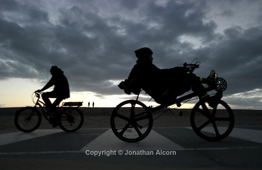 Bike path, Venice Beach<br /> photo by Jonathan Alcorn with Samsung NX300